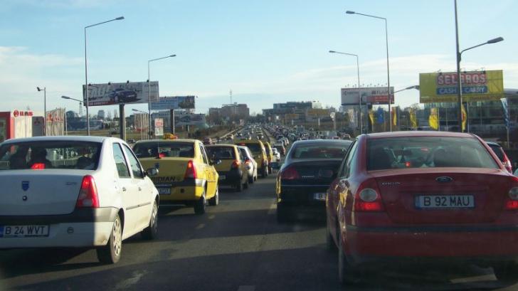 HAOS în trafic la intrarea în București după introducerea benzii unice pentru RATB