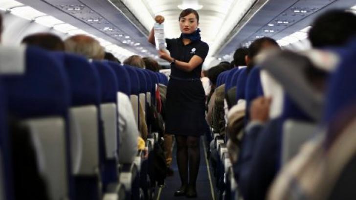 Nicio stewardesă NU îţi spune asta! Misterul ultimelor 8 MINUTE înainte de aterizarea avionului