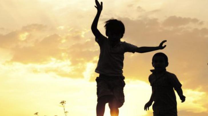 Aceşti doi fraţi au o viaţă normală pe timpul zilei. Când apune soarele, ei se transformă. E uimitor