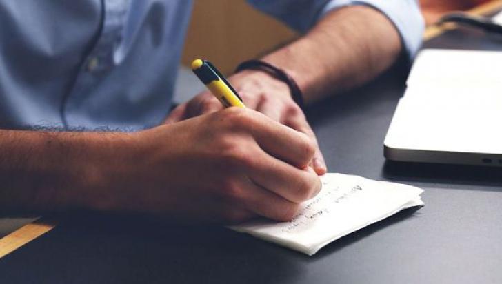 Scrii urât? Uite ce lucru important spune acest lucru despre tine!