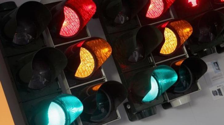 Cum funcţionează semafoarele inteligente: își schimbă culorile în funcție de trafic. Unde au apărut