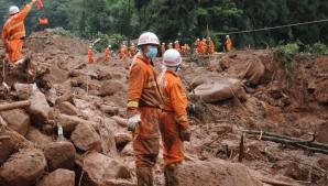 Alunecare de teren masivă în China. Peste 140 de persoane au fost date DISPĂRUTE