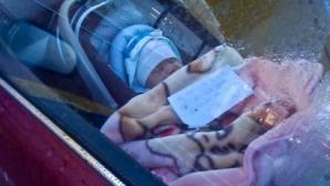 A văzut un bebeluş în maşină. Alături, un bilet. Când l-a citit, a avut un şoc! A chemat Poliţia