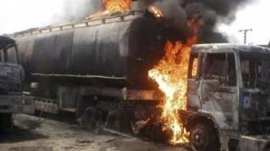 EXPLOZIE VIOLENTĂ, după ce o cisternă cu combustibil a luat foc: 120 de morţi, peste 130 de răniţi