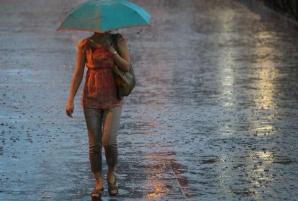 Avertizare meteo: după caniculă, POTOP! Vijelii, ploi torenţiale şi grindină, de duminică