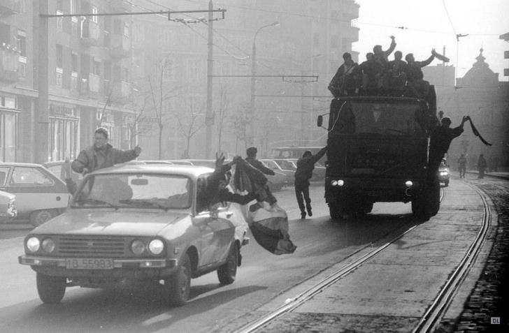 Cum arată maşinile folosite de revoluţionari în 1989. Au participat Dacia, ARO, TV şi Trabant