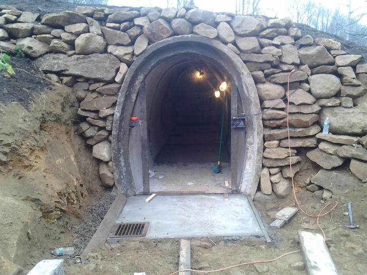 A construit casa Hobbit ieftin şi cu puţină muncă depusă. Este ascunzătoarea perfectă