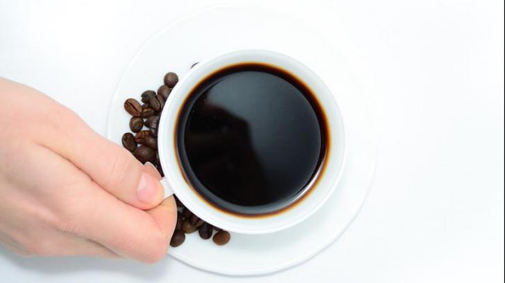 Ce să adaugi în cafea ca să slăbești în timp ce o bei