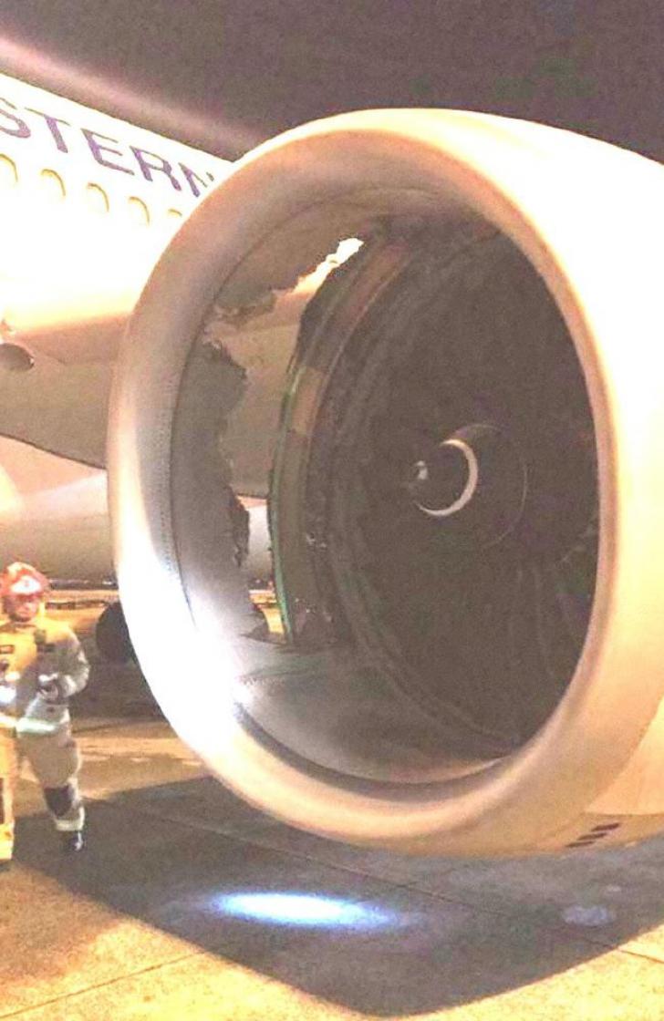 Tragedie evitată pe ultima sută de metri. Un avion a aterizat forțat din cauza unei fisuri în motor