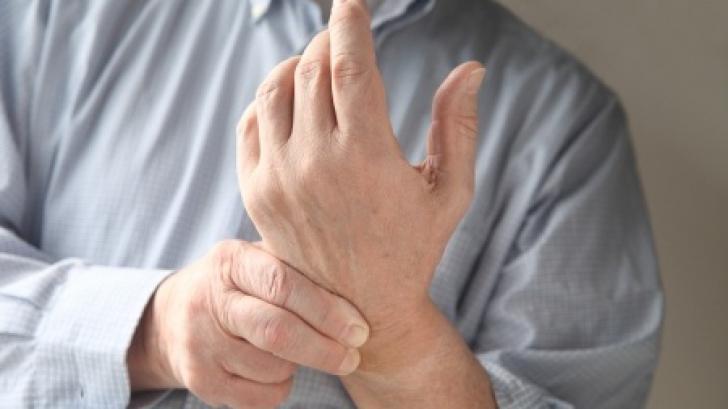 Nu neglijaţi furnicăturile care apar la nivelul membrelor! Mergeţi de urgenţă la medic