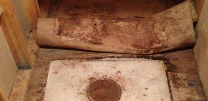 Bunicii lui au murit. A mers să facă curat în casa lor. A dat covorul la o parte şi a avut un şoc!