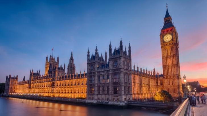 Un fost ministru britanic conservator este acuzat de viol