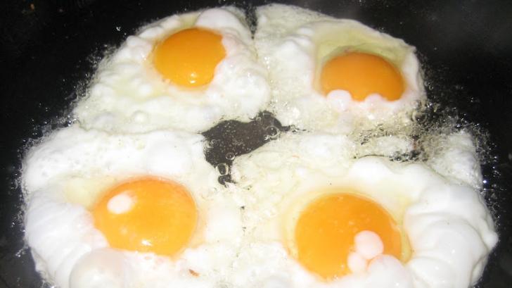 Ce nu ştiai despre ouăle prăjite. Greşelile pe care trebuie să le eviţi când pregăteşti micul dejun