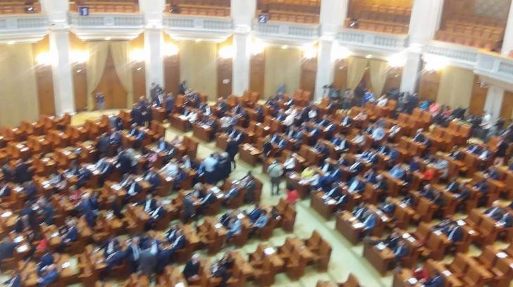 Ce legi îi aşteaptă pe parlamentari, din luna septembrie. Peste 600 de proiecte zac în sertare