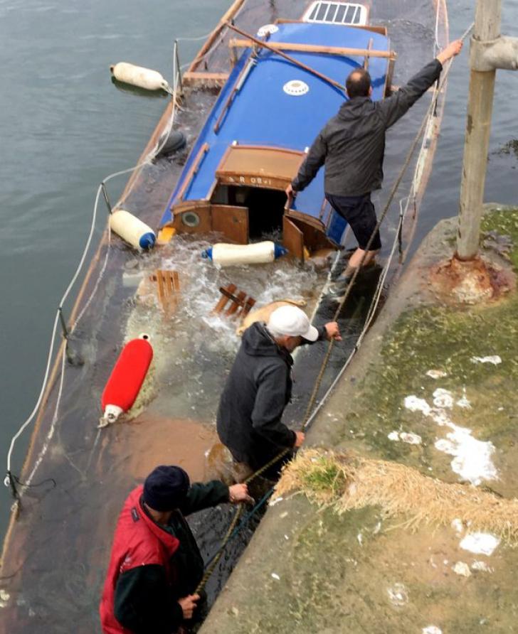 Moment şocant: a muncit 5 ani să îşi repare barca. Ce s-a întâmplat, la 5 minute de la lansare