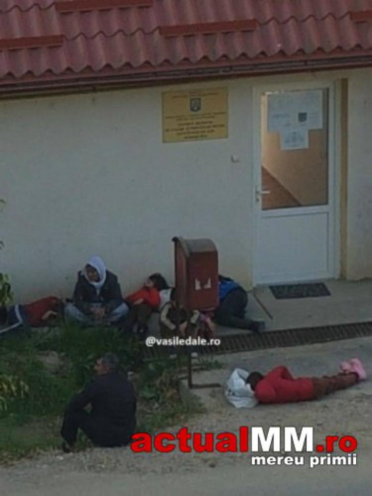 Refugiaţi cu copii din Irak, lăsaţi să doarmă afară, în faţa Centrului de Refugiaţi din Maramureş