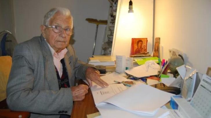 Părea imposibil, dar și-a îndeplinit visul! Un bătrân a absolvit facultatea la 97 de ani