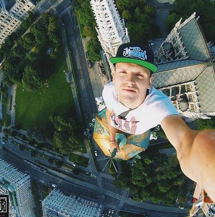 Top cele mai periculoase selfie-uri realizate vreodată! Cu greu te poți uita la ele