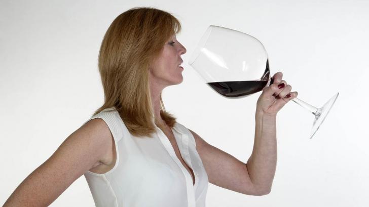 Un singur pahar de vin are efecte dramatice asupra femeilor