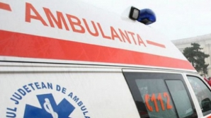 IMPACT VIOLENT între o ambulanţă şi un autoturism: doi morţi, trei răniţi
