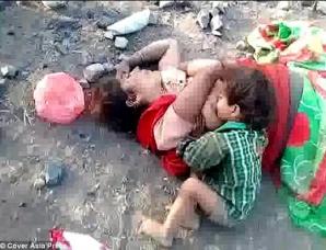 Descoperire înfiorătoare! Copilaş de un an, găsit lângă mama moartă, în lacrimi. Sugea lapte şi...