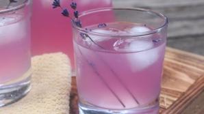 Cum să prepari limonada de lavandă. Te scapă rapid de durerile de cap