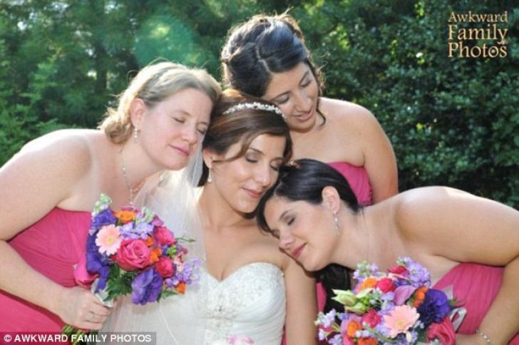 AŞA NU! Cele mai bizare fotografii cu domnişoare de onoare. Au ruinat nunta!