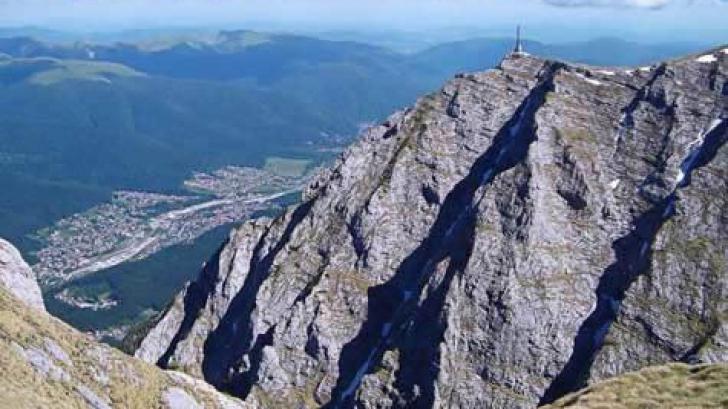 Un turist a căzut într-o prăpastie în Masivul Bucegi