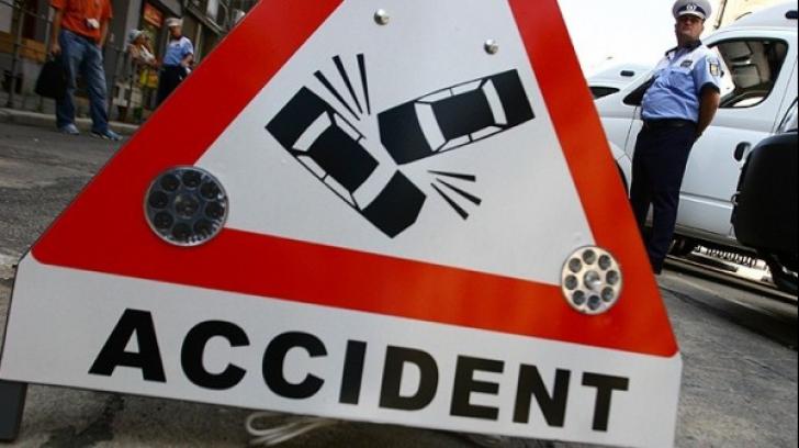 DOSAR PENAL pentru un şofer care staţiona, după ce o biciclistă a intrat în maşina lui