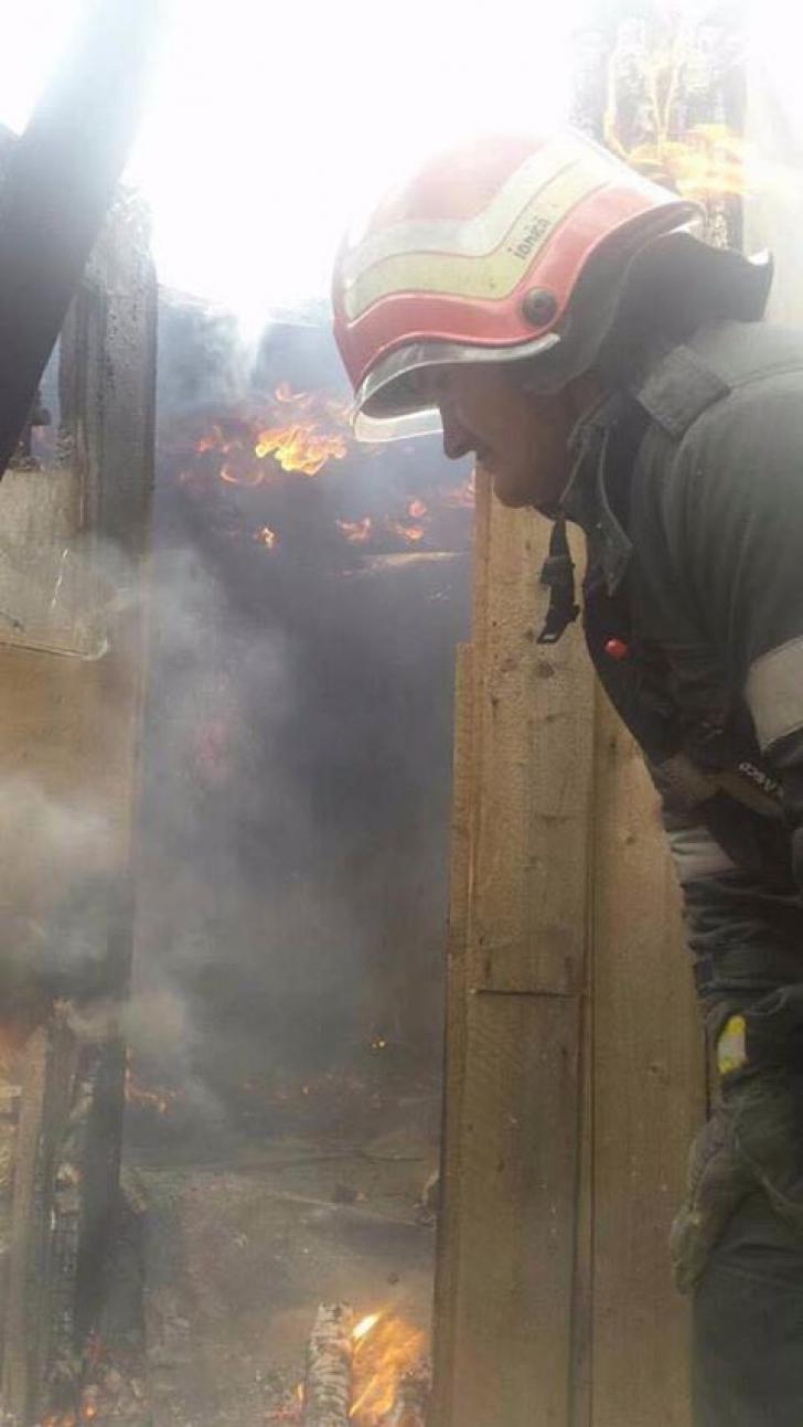 GESTUL acestui pompier a impresionat o ţară întreagă! Dovada că există EROI