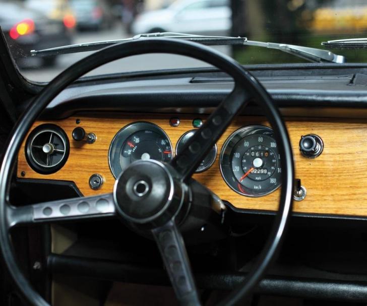 Cum arata masina SECRETA pe care Ceausescu a primit-o de la sahul Iranului. Au vandut-o cu 37000€