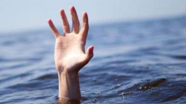 Adolescentul dispărut în valuri a fost descoperit mort, de scafandri. Bunicul său a fost salvat