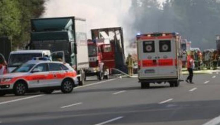 Autocar mistuit de flăcări, în Germania: 31 de răniţi. Alte 17 persoane, dispărute