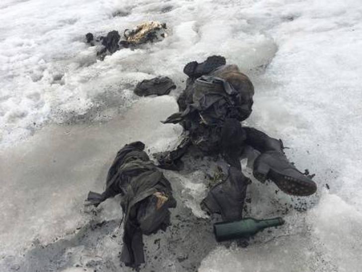 Au dat la o parte gheaţa din Alpii elveţieni, ŞOC ce era sub zăpada. Îi căutau de 75 de ani