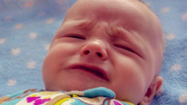 Şi-a văzut fiica în chinuri! Micuţa urla, dar nu părea să aibă nimic. Când s-a uitat la gura ei...