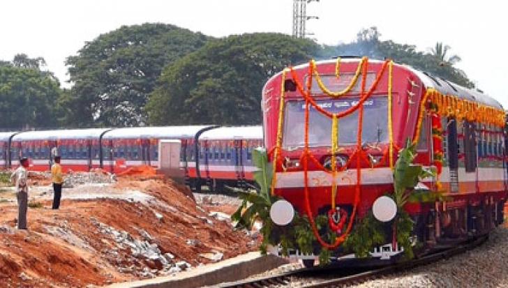 India lansează primul tren solar din lume. Invenția va reduce drastic consumul de combustibil fosil