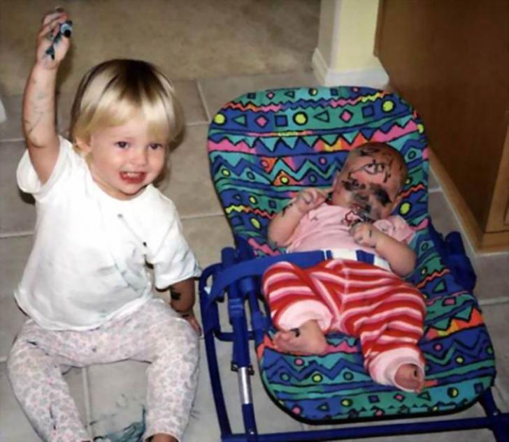 Gelozia copiilor faţă de alţi fraţi e REALĂ. Cele mai haioase IMAGINI -surprinse la momentul IDEAL!
