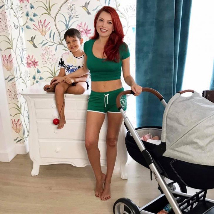 Elena Gheorghe arată de zici că nici nu a născut