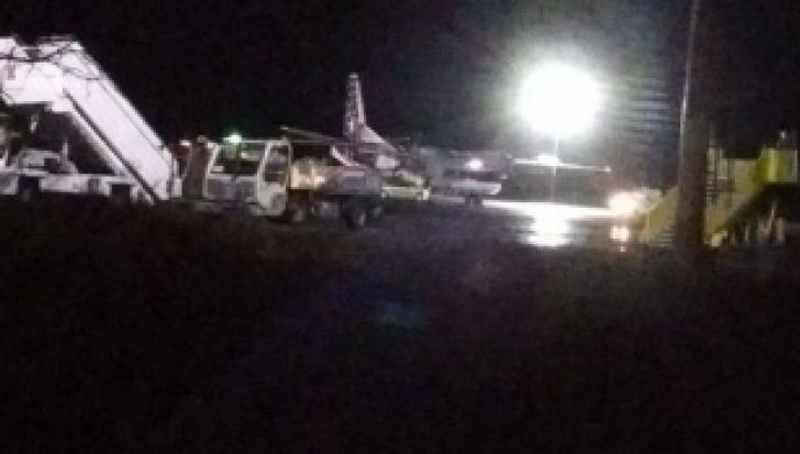 Alertă aviatică la Timișoara! Un avion a intrat pe spațiul verde de lângă pistă