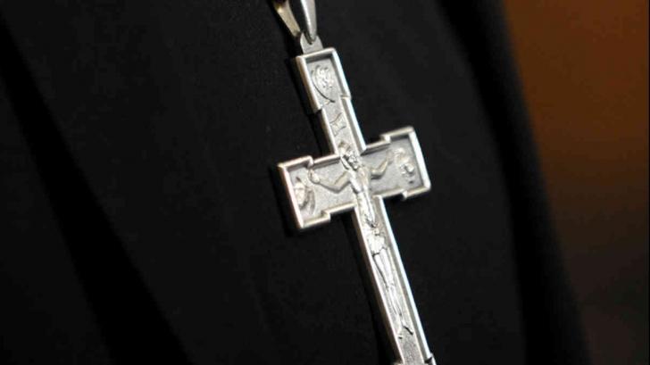 INCREDIBIL Cum încearcă un preot să atragă enoriași la slujbe? Nu o să-ți vină să crezi ce le oferă