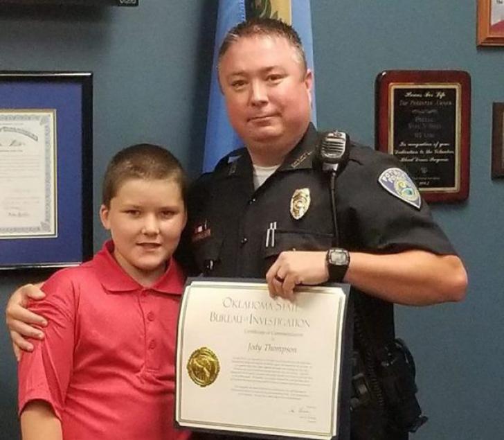 Un polițist a salvat un copil de abuzurile propriei familii.După 2 ani s-a întâmplat ceva TULBURĂTOR