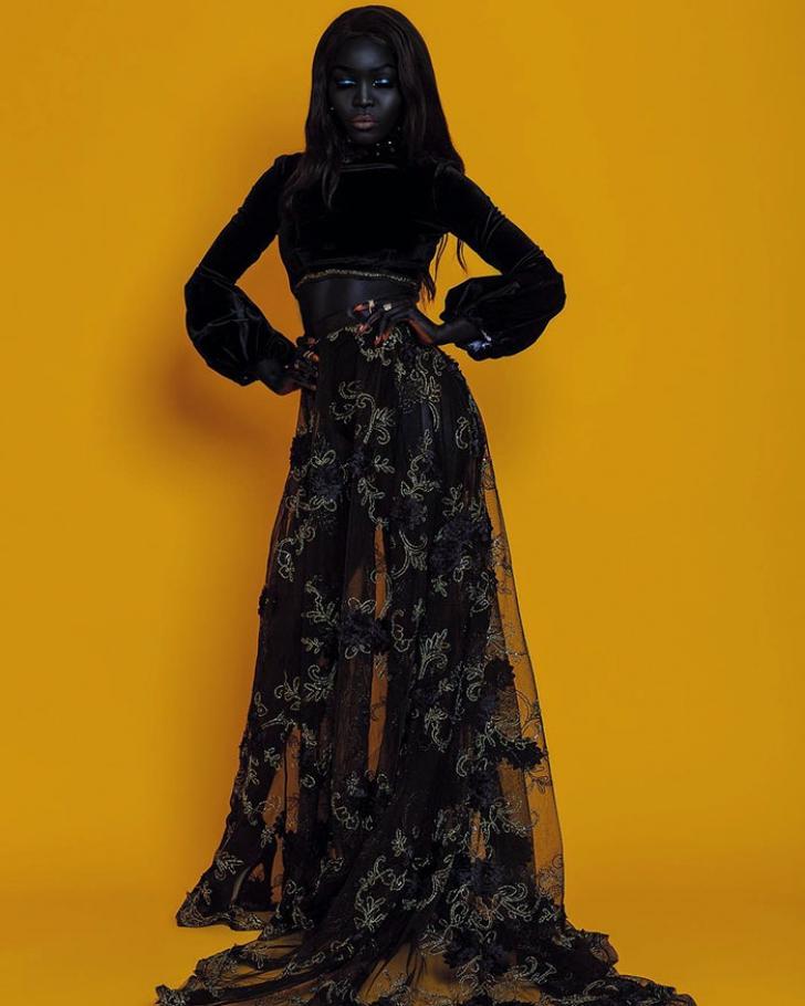 Ea este Regina Întunericului! Are tenul atât de închis, încât nu poţi să o observi noaptea