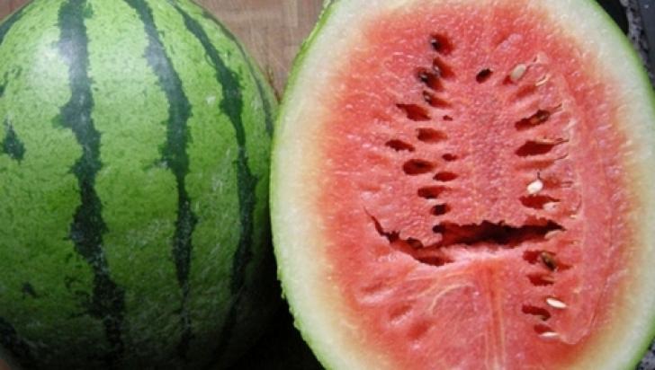 Mare atenţie! Pepenele roşu te poate îmbolnăvi grav dacă nu faci acest lucru înainte de a-l mânca