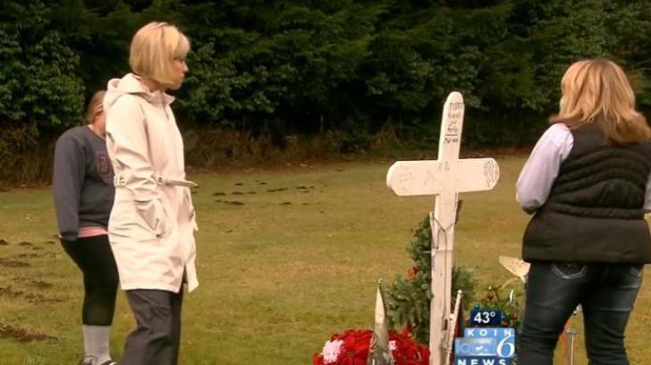 A găsit o femeie la mormântul fiului ei. Când a aflat cine e, a început să PLÂNGĂ