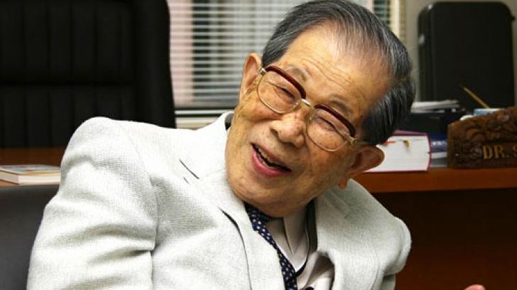 La 105 ani, un medic încă îşi trata pacienţii. Care este secretul longevităţii sale