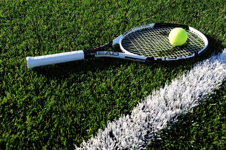 Turneul de la Wimbledon. 2 motive de bucurie: Simona Halep joaca azi - rachetele au reduceri la eMAG