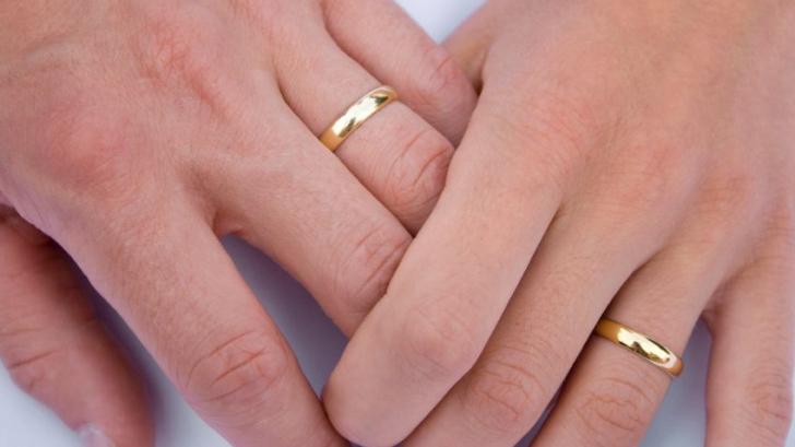 De ce se poartă verigheta pe degetul inelar. Iată care este explicaţia