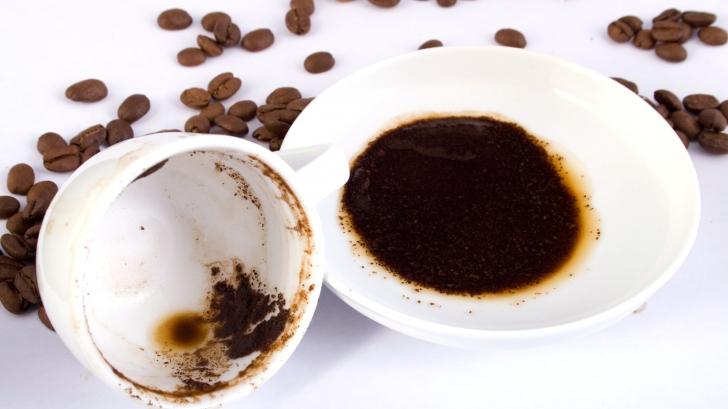 Zațul de cafea, secretul sănătății tenului tău: cum să scapi de punctele negre