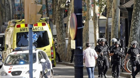 Teroriști uciși la sud de Barcelona. Poliția suspectează o legătură cu atentatul de joi