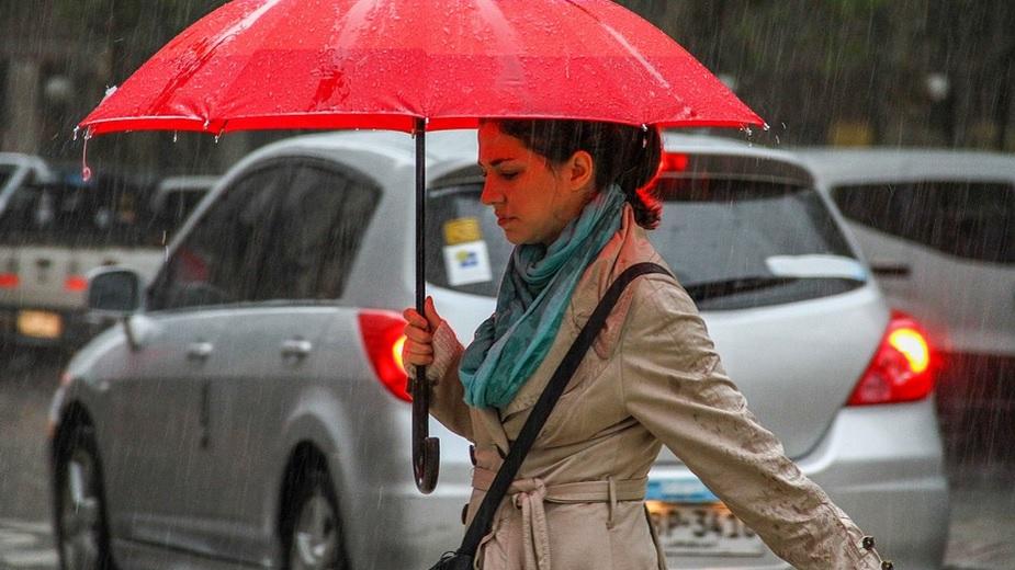 ALERTĂ METEO. Cod PORTOCALIU de fenomene periculoase: furtuni şi grindină. Potop în ţară!